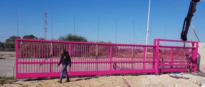 שערים חשמליים ורודים