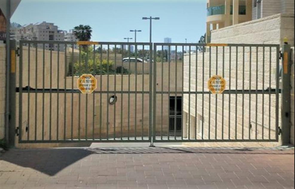 שער חשמלי לבניין